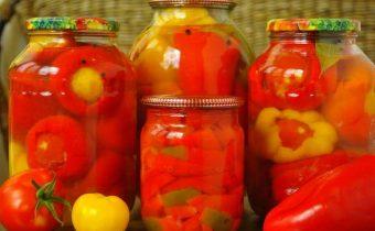 Перец фаршированный помидорами