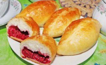 Домашние пирожки с ягодами