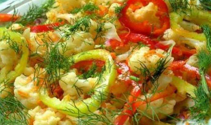 Салат из сладкого перца и цветной капусты