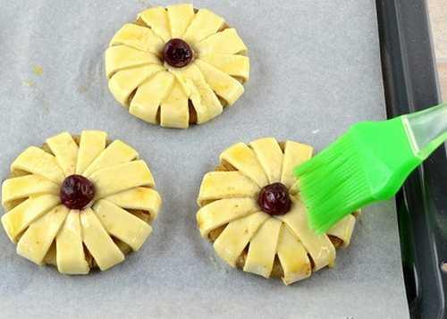 Приготовление слоек с ананасом