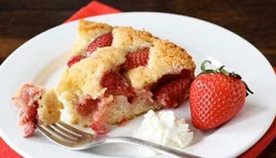 Домашний клубничный пирог