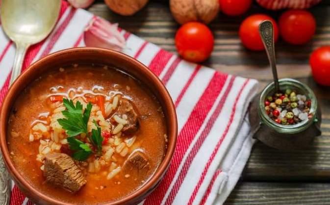 Суп харчо с говядиной и помидорами
